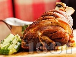 Лесни и вкусни варено печени свински джолани - снимка на рецептата